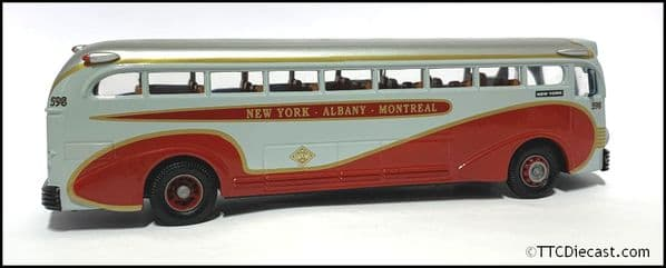 CORGI 98468  Yellow Coach 743 - Champlain - NEW YORK - 1/50 Scale * PRE OWNED *